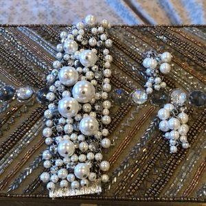 Fun faux pearl bracelet and earrings.